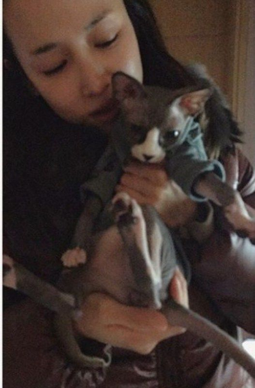 Cho Yeo-jeong with her pet